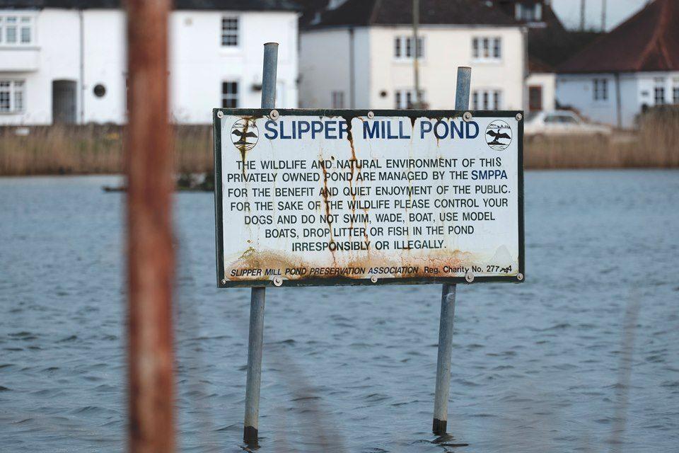 FUJIFILM X-E2 143.9 mm f6.0 1/220s Slipper Mill Pond Sign